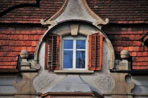 Plastové strešné okno
