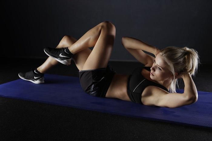 Cviky na ploché břicho vám dají zabrat
